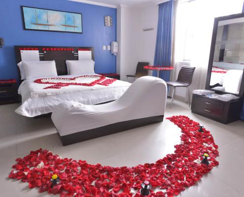 habitaciones nuevas con p talos de rosas y velas